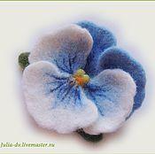 """Украшения ручной работы. Ярмарка Мастеров - ручная работа Брошь валяная цветок анютины глазки """"Бело-голубая"""" войлочная шерстяная. Handmade."""