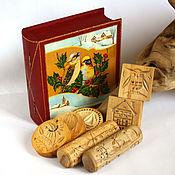 Шкатулка с формами для пряников и скалками в подарок на Новый Год
