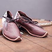 Обувь ручной работы. Ярмарка Мастеров - ручная работа Средневековые кожаные женские туфли с тиснением. Handmade.