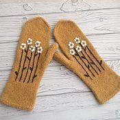 Аксессуары handmade. Livemaster - original item Mittens knitted and felted daisies. Handmade.