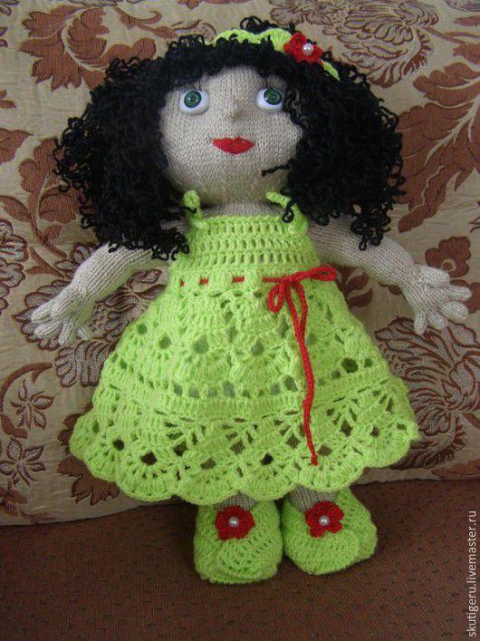 Вязаная кукла ручной работы. 2500 руб.