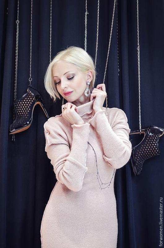 Платья ручной работы. Ярмарка Мастеров - ручная работа. Купить Платье-водолазка шерстяное, розовое. Handmade. Бледно-розовый