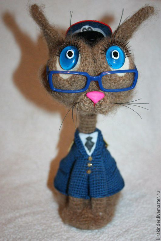 Игрушки животные, ручной работы. Ярмарка Мастеров - ручная работа. Купить Вязаная кошка Сотрудник Метрополитена. Handmade. Комбинированный, мимими