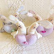 Подарки к праздникам ручной работы. Ярмарка Мастеров - ручная работа Зайки-неразлучники малые с сердечком. Handmade.