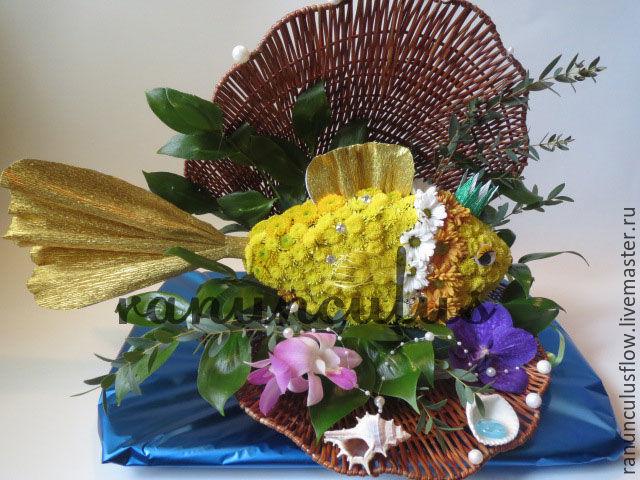 Золотая рыбка из цветов, Букеты, Москва, Фото №1