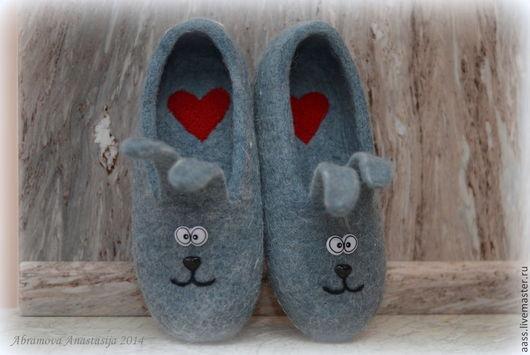 """Обувь ручной работы. Ярмарка Мастеров - ручная работа. Купить Тапочки """"Зайцы"""". Handmade. Серый, тапки валяные, подарок женщине"""