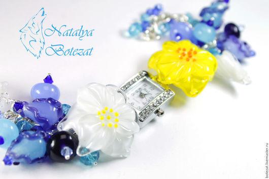 часы наручные с синими небесными голубыми  цветами лилия анютины глазки бутонами авторского стекла  lampwork весна выпускной подарок девушке женщине купить