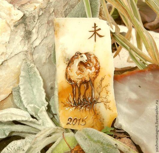 Магниты ручной работы. Ярмарка Мастеров - ручная работа. Купить Магнит из камня Леди Овечка Символ 2015 года роспись по камню. Handmade.