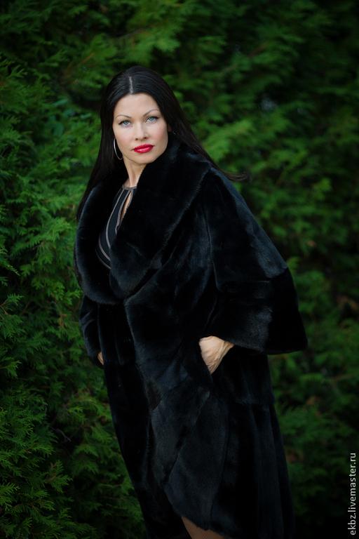 Норковое пальто из канадской норки BlakGlamma,авторская работа. Фраковый фасон с большим шалевым воротником. Рукав в 3/4,клёш. По борту,низу рукава и шали поперечная кладка меха.