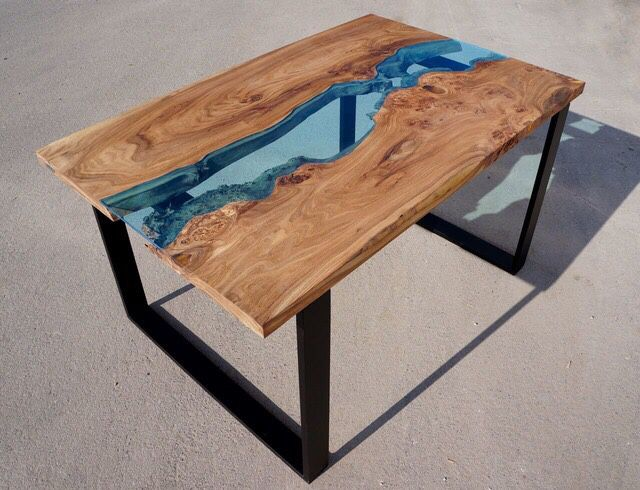 журнальный стол из дерева со стеклом