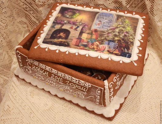 Новогодняя шкатулка из пряника, пряничная новогодняя шкатулка может быть дополнена наполнением - пряничками в виде новогодних игрушек (пряник снежинка, пряник дед мороз, пряник снеговик, пряник домик)