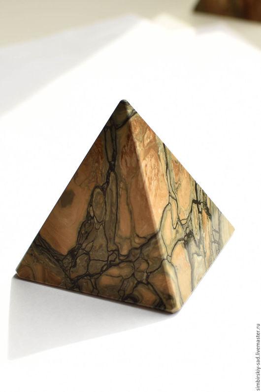 Фен-шуй ручной работы. Ярмарка Мастеров - ручная работа. Купить №169 Сенгилитовая пирамида.. Handmade. Оливковый, пирамидка, пирамиды