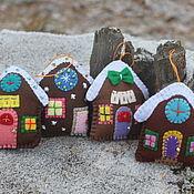 Подарки к праздникам ручной работы. Ярмарка Мастеров - ручная работа Пряничные домики из фетра. Handmade.