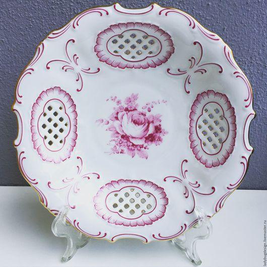 Винтажные предметы интерьера. Ярмарка Мастеров - ручная работа. Купить Тарелка с розовым декором, Pirkenhammer. Handmade. Комбинированный, немецкий фарфор