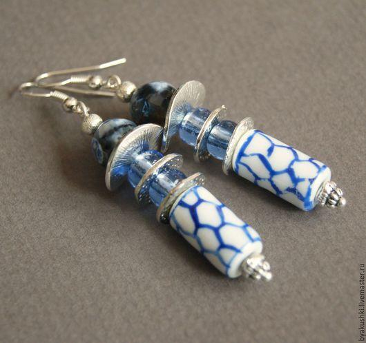 серьги `С сине-белой китайской бусиной`