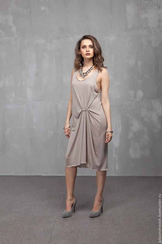 П_011 Платье-майка c «розочкой» на бедре, цвет бежевый, шелково-вискозный трикотаж, р.46-48, длина 104 см.