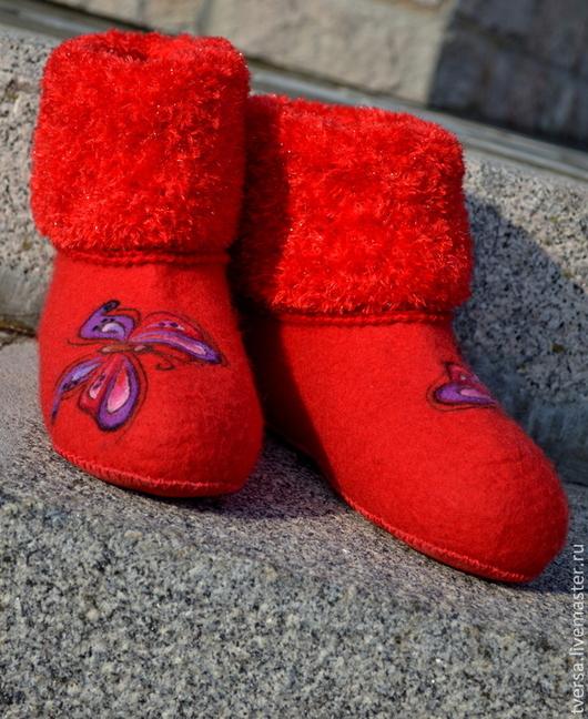 Обувь ручной работы. Ярмарка Мастеров - ручная работа. Купить Валенки ручной валки домашние БАБОЧКА. Handmade. Ярко-красный