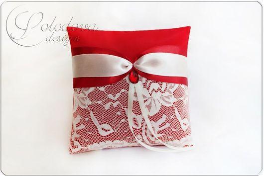 "Подушечка для колец ""Феерия""в красном\r\nПодушечки для колец, подушечка для свадьбы, подушечка для загса."