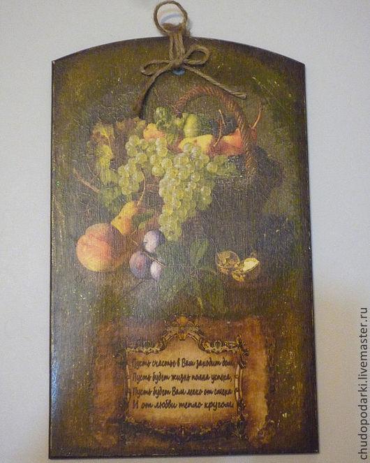 Доска декоративная для интерьера кухни с пожеланиями, декупаж. На обороте таблица мер и весов. Фанера березовая.30х18,5х7см.
