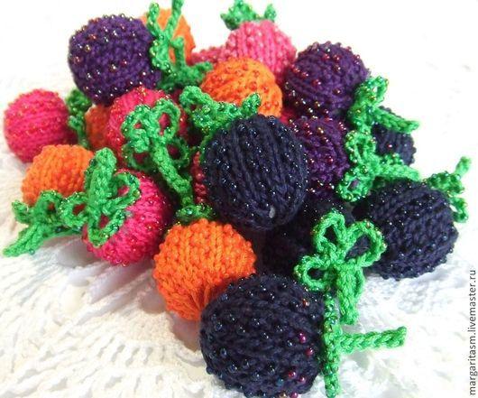 Еда ручной работы. Ярмарка Мастеров - ручная работа. Купить Вязаные ягодки: ежевичка, малинка, морошка, клубничка. Handmade. Ягоды