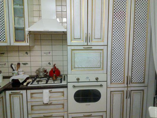 индивидуальная деревянная кухня из дерева ясень белая в золоте в римском стиле