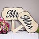 Таблички Mr & Mrs на палочке - незаменимый атрибут для тех, кто организует свадебную фотосъемку!