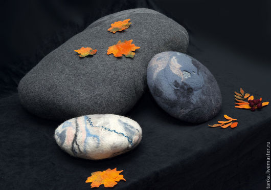 Текстиль, ковры ручной работы. Ярмарка Мастеров - ручная работа. Купить Валяные камни-подушки. Handmade. Серебряный, предмет интерьера