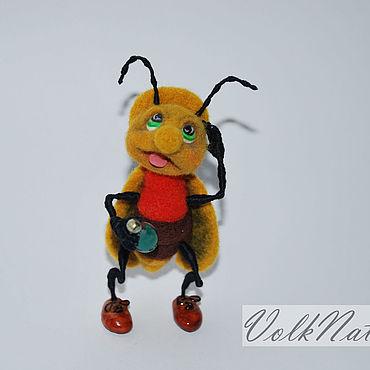 Миниатюрные игрушки из шерсти валяный жук Светлячок в раздумьях