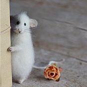 Куклы и игрушки ручной работы. Ярмарка Мастеров - ручная работа Коллекционная игрушка мышка с розой. Handmade.