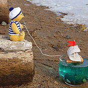 Куклы и игрушки ручной работы. Ярмарка Мастеров - ручная работа Мишка моряк СЁМА и кораблик. Миниатюрный медведь тедди.. Handmade.