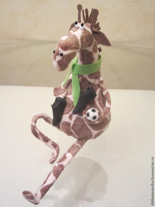 Игрушки животные, ручной работы. Жираф-футболист. Автор Шибанова Виктория. Дизайн-студия авторских игрушек `SamiSrukami`. Ярмарка мастеров.
