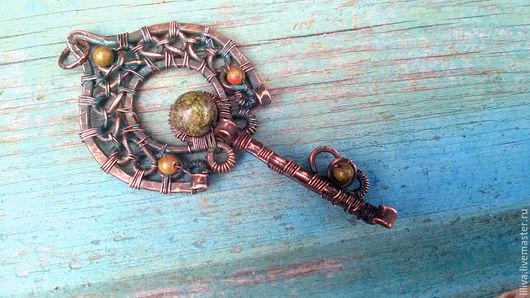 """Кулоны, подвески ручной работы. Ярмарка Мастеров - ручная работа. Купить Кулон-ключ медный """"Боярышня"""", медь, змеевик, унакит. Handmade."""