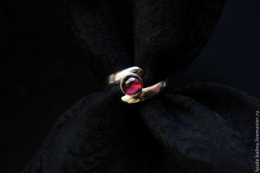 """Кольца ручной работы. Ярмарка Мастеров - ручная работа. Купить """"Ягодный сироп"""" кольцо с гранатом. Handmade. Бордовый, колечко, гранат"""