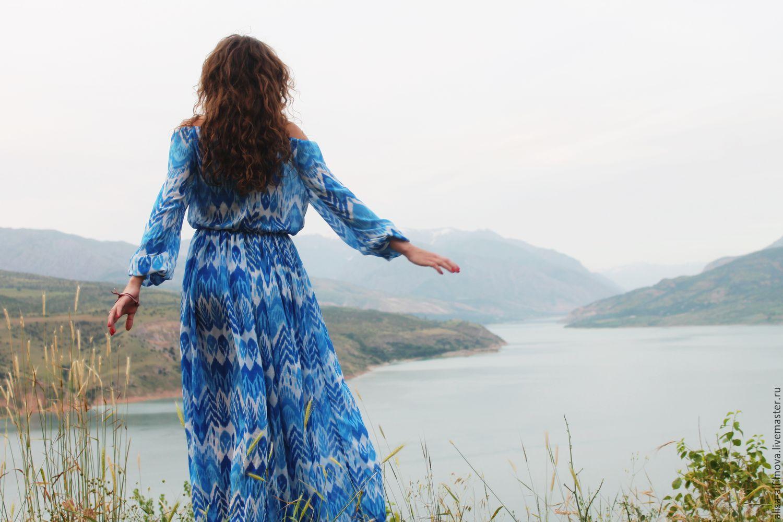 Вышла из воды в платье