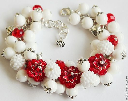 """Браслеты ручной работы. Ярмарка Мастеров - ручная работа. Купить Браслет """"Красные цветы"""". Handmade. Белый, красно-белый"""