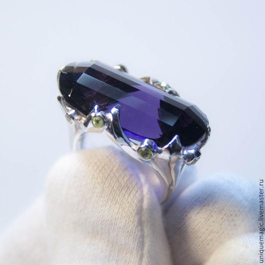 Великолепное кольцо с хризолитами (перидот) и крупным аметистом 25.30 Carat!  Авторская ручная работа.