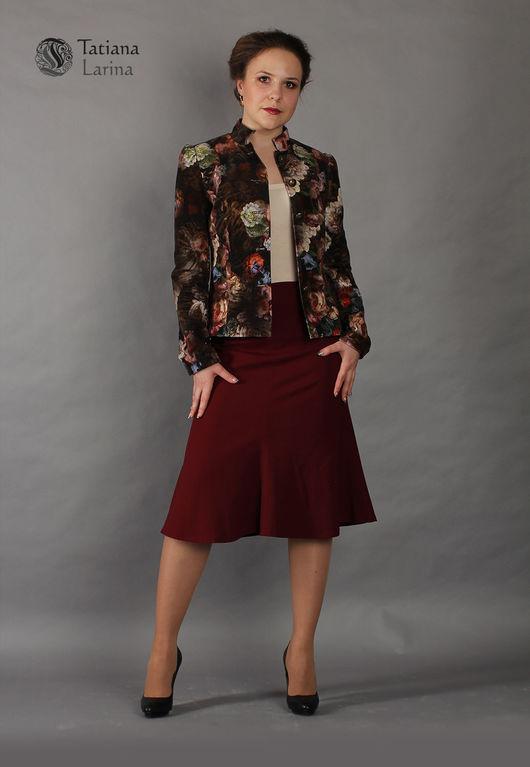 Костюм для офиса состоящий из пиджака и юбки. Теплая шерстяная юбка гармонично дополнена пиджаком из микровельвета.