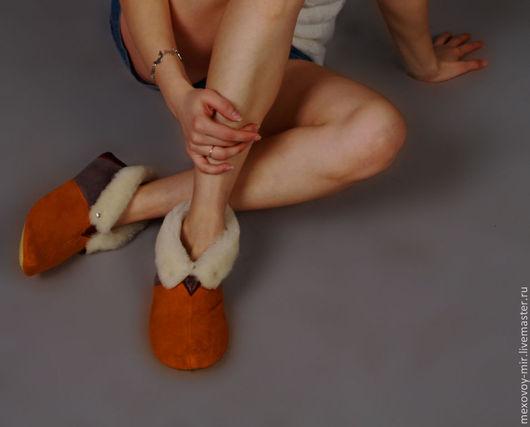 Обувь ручной работы. Ярмарка Мастеров - ручная работа. Купить Меховые тапочки для дома и дачи чуни. Handmade. Чуни