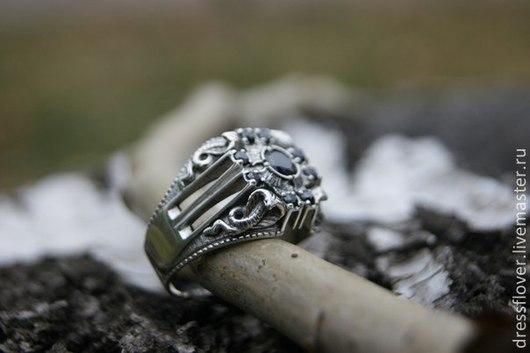 Мужское серебряное кольцо с кобрами.