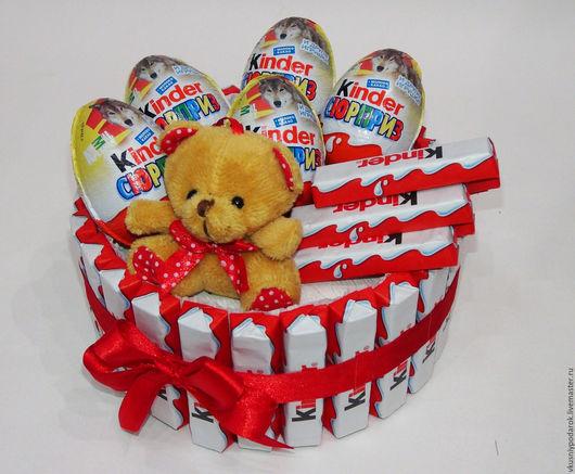 Букеты ручной работы. Ярмарка Мастеров - ручная работа. Купить Торт из шоколада  Kinder. Handmade. Ярко-красный, торт из шоколада