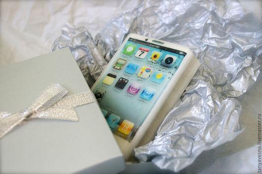 Мыло ручной работы. Ярмарка Мастеров - ручная работа. Купить Мыло iPhone белый в коробочке - сувенир с ароматом зеленого яблока. Handmade.
