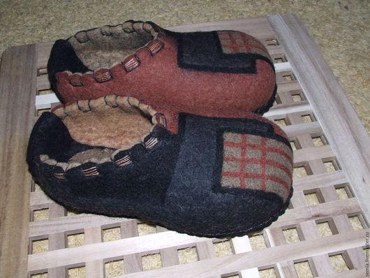 """Обувь ручной работы. Ярмарка Мастеров - ручная работа. Купить Мужские домашние тапочки """" В мегалополисе"""". Handmade. Коричневый"""