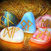 """Фен-шуй и эзотерика ручной работы. Ярмарка Мастеров - ручная работа """"Пять слез Плутона"""", набор камней с рунами на счастье. Handmade."""