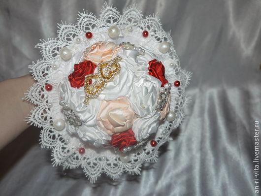 Свадебные цветы ручной работы. Ярмарка Мастеров - ручная работа. Купить букет для невесты. Handmade. Букет, атласные ленты, брошь