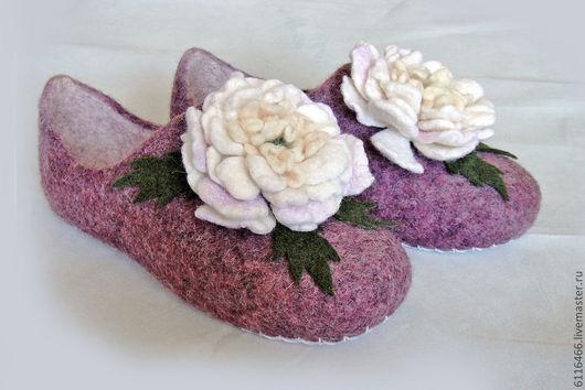 """Обувь ручной работы. Ярмарка Мастеров - ручная работа. Купить домашние валяные тапочки из натуральной шерсти """"Пионы"""". Handmade."""