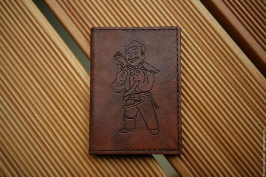 Обложки ручной работы. Ярмарка Мастеров - ручная работа. Купить Кожаная обложка на паспорт Fallout Vault-boy. Handmade. Коричневый