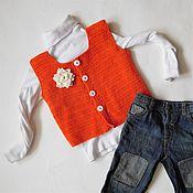 Работы для детей, ручной работы. Ярмарка Мастеров - ручная работа Вязаный оранжевый жилет для девочки 2-3 года.. Handmade.