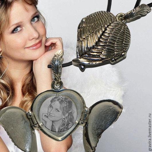 Серебряный открывающийся медальон `Крылья ангела`