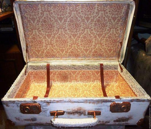 Реставрация. Ярмарка Мастеров - ручная работа. Купить Старинный чемодан. Handmade. Белый, чемодан декупаж, акриловые краски и лак, обои