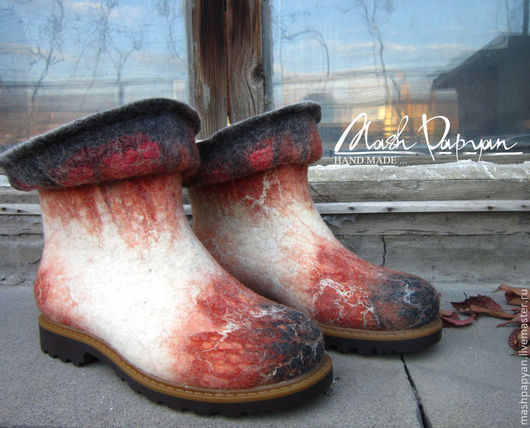 """Обувь ручной работы. Ярмарка Мастеров - ручная работа. Купить Валяные ботинки  и варежки """" Осень - вариации"""". Handmade."""